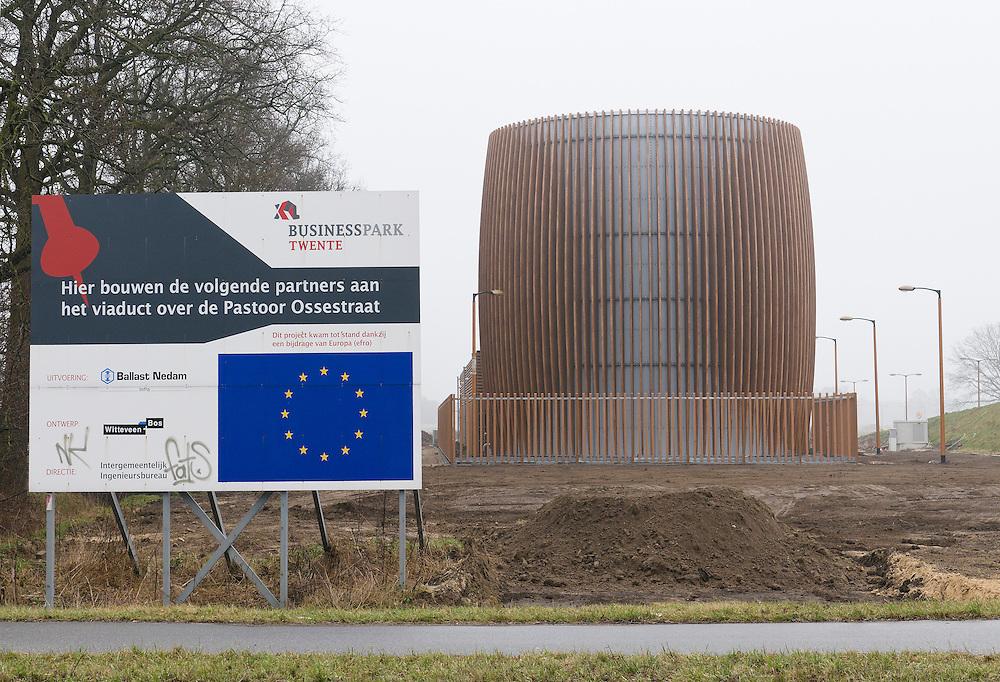Nederland, Almelo, 20110225..Twee met hout beklede ronde tanks vormen de Bluswatervoorziening Almelo..Op het nieuwe XL Businesspark Twente langs de A35 en de A1 bij Almelo is een Centrale Bluswater Voorziening aangelegd.  Van der Jeugd Architecten. Bord van de EU. Het hele businesspark is tot stand gekomen met subsidie. Het viaduct met subsidie van Europa, EFRO...Netherlands, Almelo, 20110225..Two wood-clad cylindrical tanks are the water supply Almelo..On the new XL Business Twente along the A35 and the A1 at Almelo is a central water points constructed. Van der Architects Youth. Sign of the EU. The entire business park was developed with funding. The viaduct with a subsidy from Europe, ERDF.? ?