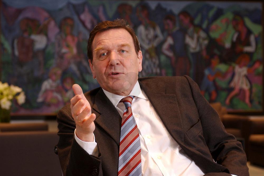 09 JAN 2002, BERLIN/GERMANY:<br /> Gerhard Schroeder, SPD, Bundeskanzler, waehrend einem Interiew, in seinem Buero, Bundeskanzleramt<br /> Gerhard Schroeder, SPD, Federal Chancellor of Germany, during an interview, in his office<br /> IMAGE: 20020109-02-017<br /> KEYWORDS: Gerhard Schröder