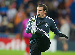 MADRID, SPAIN - Tuesday, November 4, 2014: Real Madrid's Gareth Bale warms-up before the UEFA Champions League Group B match against Liverpool at the Estadio Santiago Bernabeu. (Pic by David Rawcliffe/Propaganda)