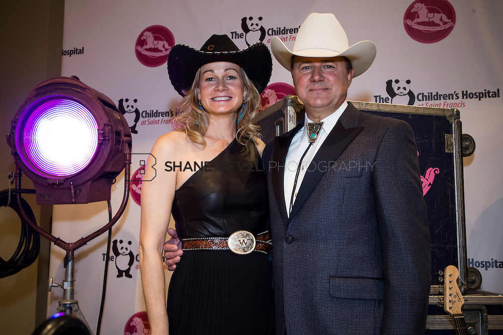 11/1/13 6:43:43 PM --- 2013 Painted Pony Ball for The Children's Hospital at Saint Francis with Chris Young and Dwight Yoakam. <br /> <br /> Photo by Shane Bevel