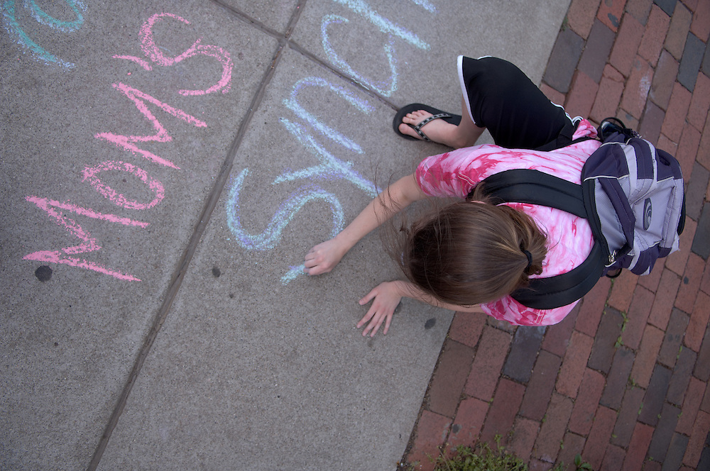 Carin Martin & Chelsie Howard Chalking for Mom's Weekend synchronized swimming show.