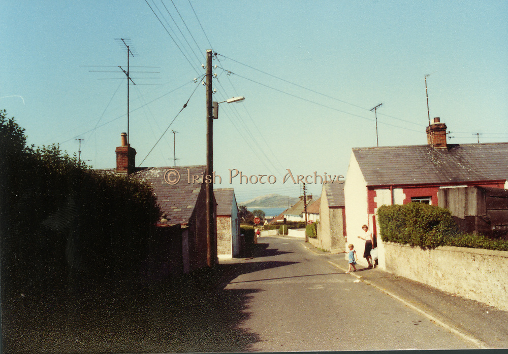 Old Dublin Amature Photos February 1984 WITH, Howth, Queen St, Lord Edward St, Thomas St, Parlement St, August 1982 Old Dublin Amature Photos February 1984 WITH, Brian Boru Pub, Cross Guns Bridge, Ranks Mill, Shandon Park Mills, Drumcondra, Whitehall, Rd, Rathoath Finglas, Sign Post, TV Picture Portugal, Gratton Motors, Blue Hous, Mrs Cleary, Fogertys Pub, Mount St,