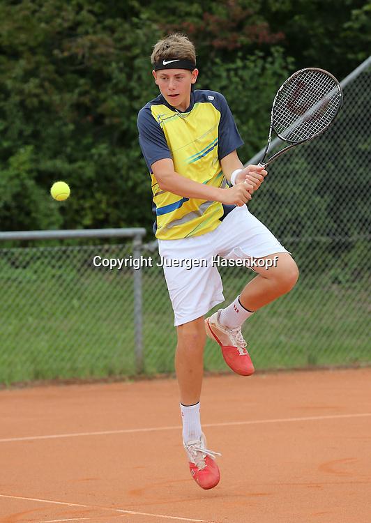 Audi GW:plus Zentrum Muenchen Junior Open 2014, Tennis Europe Junior Tour,Sandplatz, Junioren Turnier, BS14,Bastien Presuhn (GER),<br /> Aktion,Einzelbild,Ganzkoerper,Hochformat,
