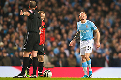 MANCHESTER, ENGLAND - Tuesday, January 19, 2010: Manchester City's Craig Bellamy argues with the referee against Manchester United during the Football League Cup Semi-Final 1st Leg at the City of Manchester Stadium. (Photo by David Rawcliffe/Propaganda)