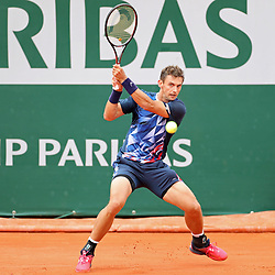 May 30, 2019 - Paris, France - Henri Laaksonen (SUI) returns serve from Novak Djokovic (SRB) during the French Open Tennis at Stade Roland-Garros, Paris on Thursday 30th May 2019. (Credit Image: © Mi News/NurPhoto via ZUMA Press)