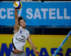 09-01-2011 VOLLEYBAL: CEV SATELLITE INDOOR BEACHVOLLEYBALL: AALSMEER<br /> The first CEV Indoor beachvolleyball tounament semi final NED-TUR / Jon Stiekema<br /> ©2011-WWW.FOTOHOOGENDOORN.NL