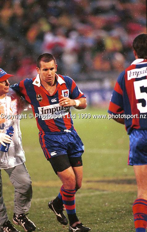 Matthew Johns leaves the field injured, NRL, Warriors v Newcastle Knights, 1999. Photo: PHOTOSPORT