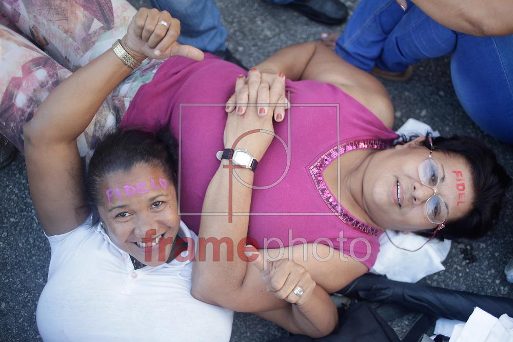 *BRAZIL ONLY* ATENÇÃO EDITOR, FOTO EMBARGADA PARA VEÍCULOS INTERNACIONAIS*CUBA - 29-11-16 -  Praca da revolucao lotada de cubanos para inicio de cerimonia de funeral do lider Fidel Castro. Foto Pedro Kirilos/Framephoto