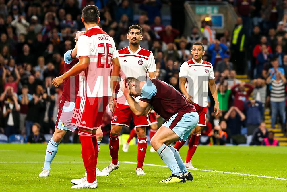Sam Vokes of Burnley and cuts a frustrated figure - Mandatory by-line: Robbie Stephenson/JMP - 30/08/2018 - FOOTBALL - Turf Moor - Burnley, England - Burnley v Olympiakos - UEFA Europa League Play-offs second leg