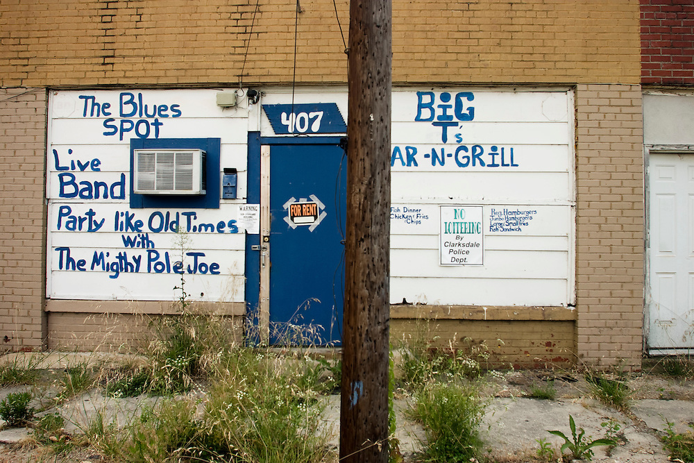 Big T's Bar-N-Grill, Clarksdale, Miss., 2007. <br /> Photo by D.L. Anderson