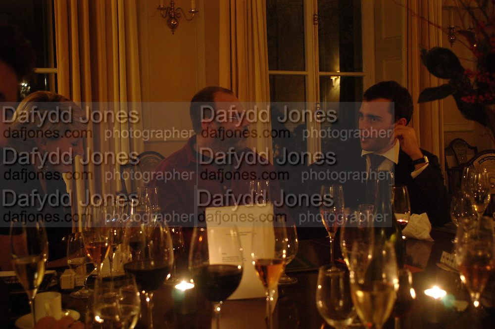 Matthew Collings. Art Review Dom Perignon Christmas dinner. Grosvenor Place. 14 December 2004. ONE TIME USE ONLY - DO NOT ARCHIVE  © Copyright Photograph by Dafydd Jones 66 Stockwell Park Rd. London SW9 0DA Tel 020 7733 0108 www.dafjones.com