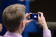 Een bezoeker aan de windtunnel maakt met zijn iPhone een foto van de VeloX2. Op de TU Delft wordt de VeloX2 getest in de windtunnel. Met de VeloX2 wil het Human Powered Team Delft en Amsterdam, bestaande uit studenten van de TU Delft en de VU Amsterdam, het werelduurrecord en het sprint record gaan breken.<br /> <br /> A visitor of the wind tunnel photograph the VeloX2 with his iPhone. The VeloX2 is tested on aerodynamics at the wind tunnel of TU Delft. With the VeloX2 the Human Powered Team Delft and Amsterdam are trying to break the speed records for human powered vehicles.
