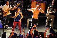 "René Pérez ""Residente"" y Eduardo Cabra ""Visitante"" de la banda portoriqueña Calle 13"