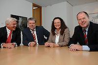 21 MAY 2007, BERLIN/GERMANY:<br /> Frank-Walter Steinmeier, SPD, Bundesaussenminister, Kurt Beck, SPD Parteivorsitzender, Andrea Nahles, MdB, SPD, Vorsitzende des Forums Demokratische Linke 21, Peer Steinbrueck, SPD, Bundesfinanzminister, (v.L.n.R.), vor einem gemeinsamen Gespraech, vor der Vorstellung der drei Kandidaten fuer den Posten des Stellvertretenden Parteivorsitzenden in den SPD-Gremien durch Beck, Buero des Parteivorsitzenden, Willy-Brandt-Haus<br /> IMAGE: 20070521-01-048<br /> KEYWORDS: Peer Steinbrück, Stellvertreter, Gruppe, Gruppenfoto, Gruppenbild, Gespräch