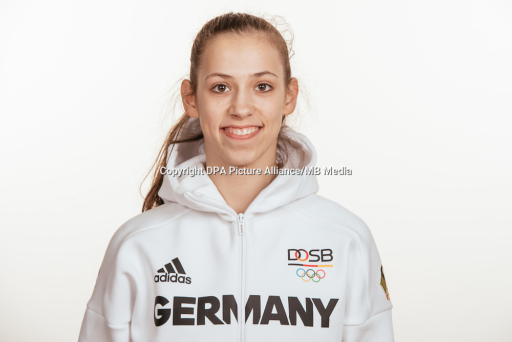 Julia Stavickaja poses at a photocall during the preparations for the Olympic Games in Rio at the Emmich Cambrai Barracks in Hanover, Germany, taken on 15/07/16 | usage worldwide