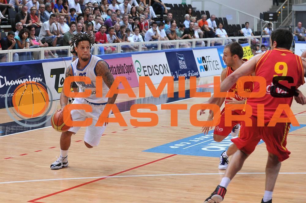 DESCRIZIONE : Trento Primo Trentino Basket Cup Italia Montenegro<br /> GIOCATORE : daniel hackett<br /> CATEGORIA : palleggio<br /> SQUADRA : Nazionale Italia Maschile<br /> EVENTO :  Trento Primo Trentino Basket Cup<br /> GARA :Italia Montenegro<br /> DATA : 27/07/2012<br /> SPORT : Pallacanestro<br /> AUTORE : Agenzia Ciamillo-Castoria/M.Gregolin<br /> Galleria : FIP Nazionali 2012<br /> Fotonotizia : Trento Primo Trentino Basket Cup Italia Montenegro<br /> Predefinita :