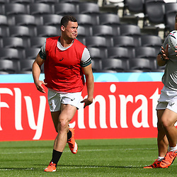 LONDON, ENGLAND - OCTOBER 06: Jesse Kriel with a flip pass to Coenie Oosthuizen during the South African national rugby team Captains Run and media conference at The Stadium, Queen Elizabeth Olympic Park on October 06, 2015 in London, England. (Photo by Steve Haag/Gallo Images)