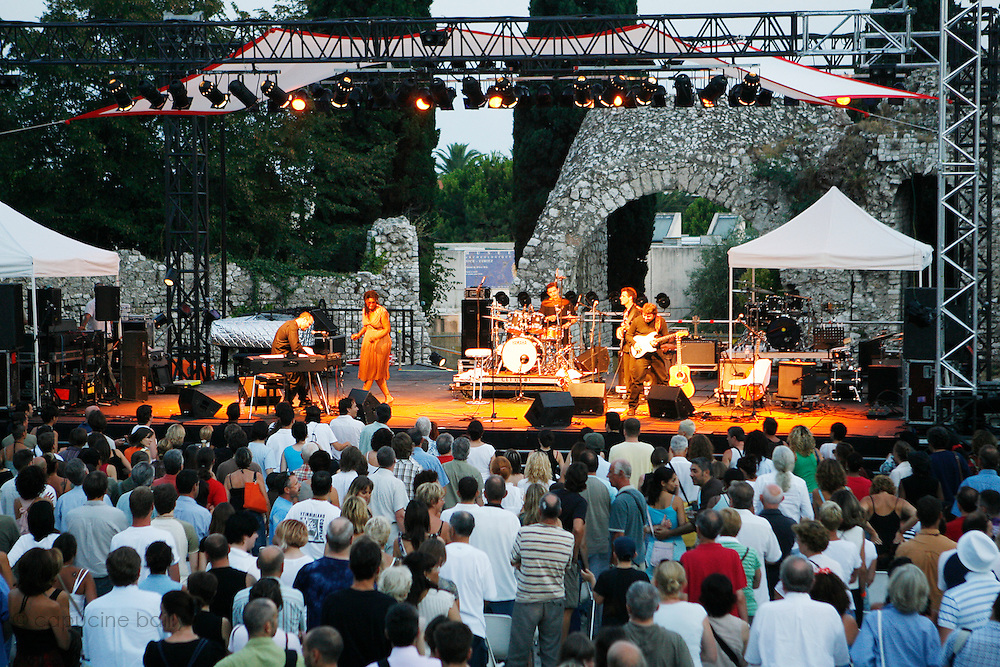 Cimiez, Nice. France. July 19th 2006..Demi Evans performs at the Nice Jazz Festival (scène Arènes).