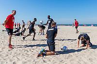 BERGEN - 03-08-2015, strandtraining AZ, strand, AZ speler Aron Johannsson (r), AZ speler Muamer Tankovic (m), AZ trainer John van den Brom (l).