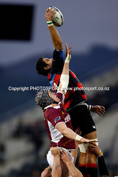 Canterbury lock Isaac Ross takes lineout ball, Air NZ Cup, NPC rugby union. Canterbury v Southland, Ranfurly Shield Match. Ami Stadium, Christchurch. Thursday 22 October 2009. Photo: William Booth/PHOTOSPORT