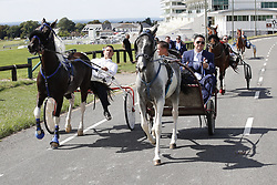 © Licensed to London News Pictures. 21/08/2018. Epsom, UK. Pony and traps race ahead of the funeral cortege of traveller Mikey Connors as it makes it's way to Epsom cemetery for a burial service. 32 year-old Mikey Connors, the nephew of My Big Fat Gypsy Wedding star Paddy Doherty, was killed when his horse-and-cart was hit by a car in Thamesmead on July 28. Photo credit: Peter Macdiarmid/LNP