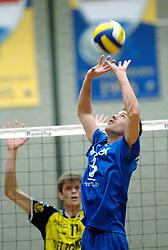 01-02-2006 VOLLEYBAL: PIET ZOOMERS D - BROTHER MARTINUS: APELDOORN <br /> Piet Zoomers wint met 3-0 van Martinus in de kwartfinale beker / Joost Joosten<br /> ©2006-WWW.FOTOHOOGENDOORN.NL