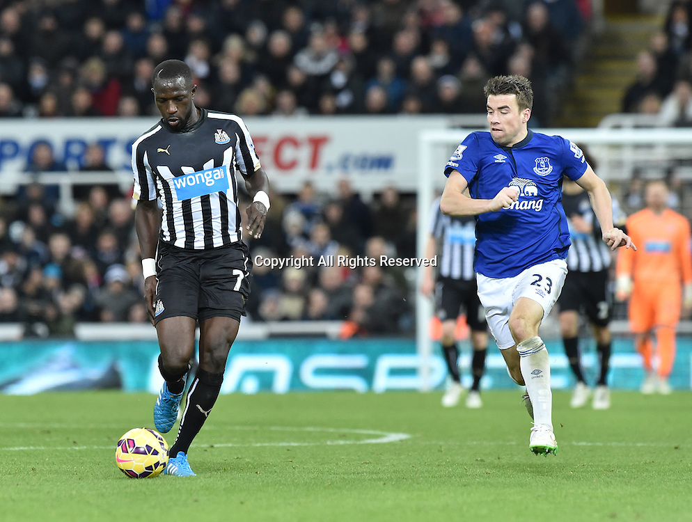28.12.2014. Newcastle, England. Premier League. Newcastle versus Everton. Moussa Sissoko of Newcastle United controls the ball