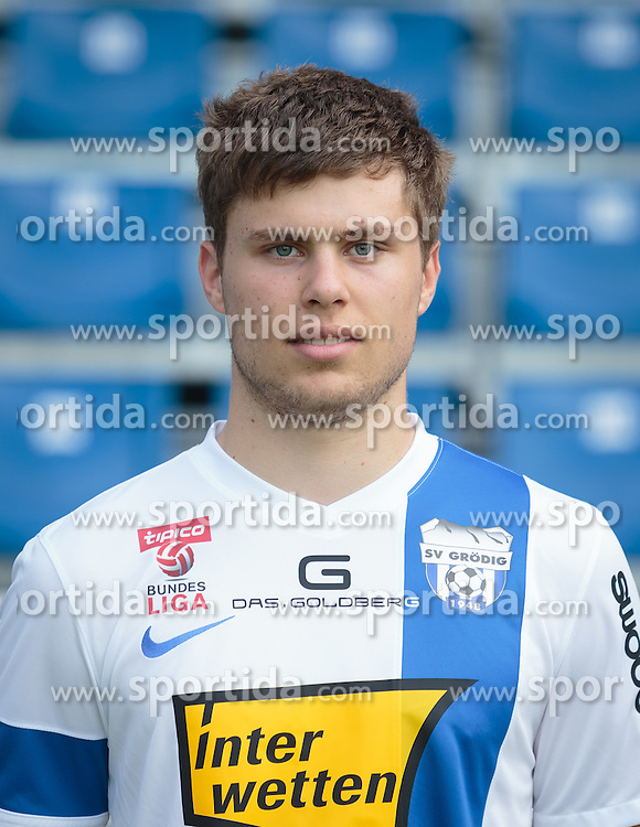 15.09.2015, Das Goldberg Stadion, Groedig, AUT, 1. FBL, Fototermin SV Groedig, im Bild Dominik Baumgartner (SV Groedig) // during the official Team and Portrait Photoshoot of Austrian Football Bundesliga Team SV Groedig at the Das Goldberg Stadion, Groedig, Austria on 2015/09/15. EXPA Pictures © 2015, PhotoCredit: EXPA/ JFK