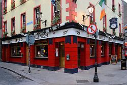 IRELAND DUBLIN 6FEB06 - The Auld Dubliner pub in Dublin's trendy Temple Bar district.. . jre/Photo by Jiri Rezac. . © Jiri Rezac 2006. . Contact: +44 (0) 7050 110 417. Mobile:  +44 (0) 7801 337 683. Office:  +44 (0) 20 8968 9635. . Email:   jiri@jirirezac.com. Web:    www.jirirezac.com. . © All images Jiri Rezac 2006 - All rights reserved.