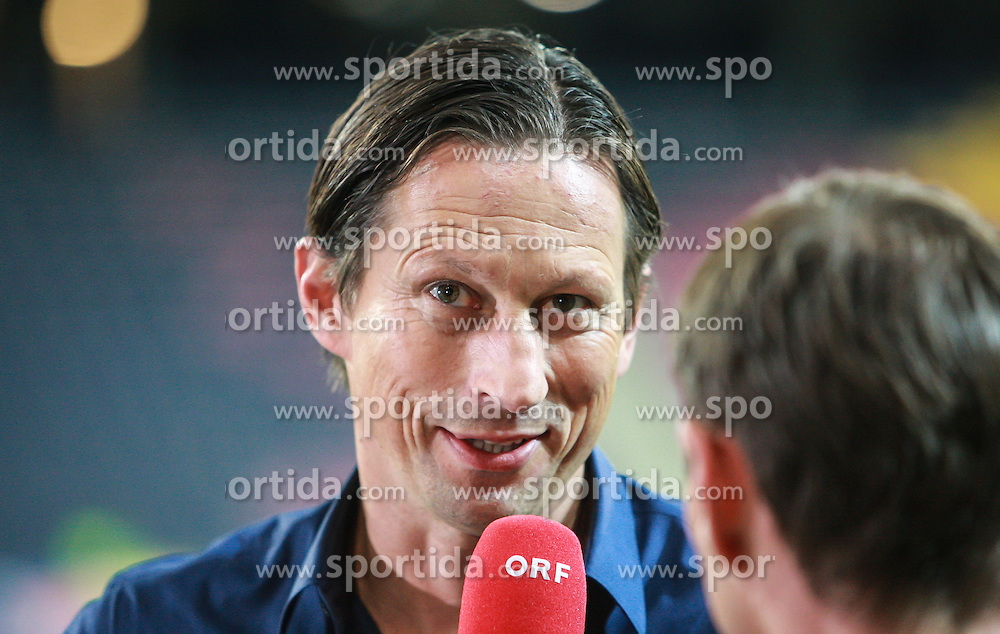 22.08.2013, Red Bull Arena, Salzburg, AUT, UEFA EL Play Off, FC Red Bull Salzburg vs VMFD Zalgiris, Hinspiel, im Bild Roger Schmidt, (FC Red Bull Salzburg, Trainer)// during UEFA Europa League Qualification 1st Leg Match between FC Red Bull Salzburg and VMFD Zalgiris at the Red Bull Arena, Salzburg, Austria on 2013/08/22. EXPA Pictures © 2013, PhotoCredit: EXPA/ Roland Hackl