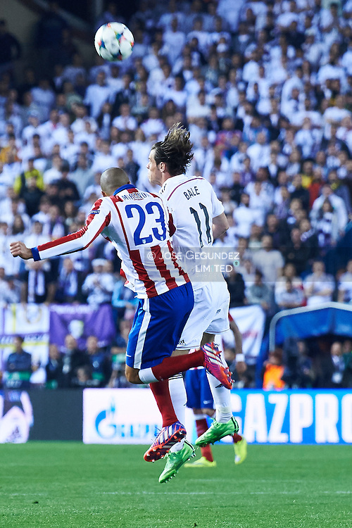 Miranda and Gareth Bale (Real Madrid F.C.) in action during the Champions League, round of 4 match between Atletico de Madrid and Real Madrid at Estadio Vicente Calderon on April 14, 2015 in Madrid, Spain