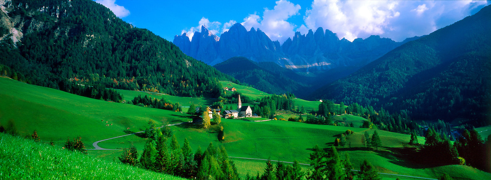St. Magdalena, Dolomites (Geisler Peaks in background), Sudtirol region, Northern Italy