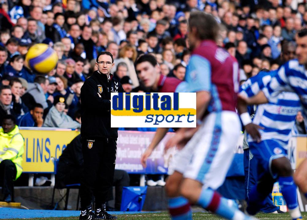 Photo: Alan Crowhurst.<br />Reading v Aston Villa. The Barclays Premiership. 10/02/2007. Villa manager Martin O'Neill watches on.