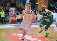 Wroclaw 19/10/2014<br /> Tauron Basket Liga<br /> Sezon 2014/2015<br /> Mecz WKS Slask Wroclaw v Stelmet Zielona Gora<br /> Na zdj. Robert Skibniewski /Slask/ i Steven Burtt /Stelmet/<br /> Fot. Piotr Hawalej