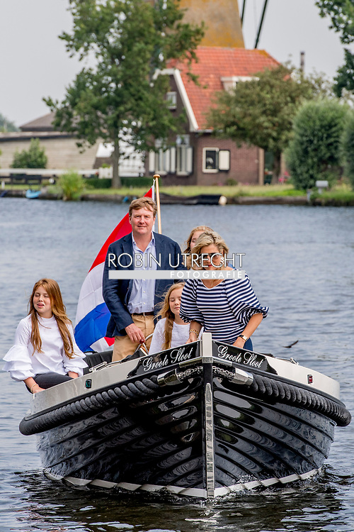 7-7-2017 - WARMOND - King Willem-Alexander and Queen Maxima and Princess Amalia, Alexia and Ariane during the annual summer photo session at the Kagerplassen COPYRIGHT ROBIN UTRECHT<br /> <br /> 7-7-2017 - WARMOND  - Koning Willem-Alexander en Koningin Maxima en prinses Amalia , alexia en Ariane tijdens de jaarlijkse zomerfotosessie aan de Kagerplassen COPYRIGHT ROBIN UTRECHT