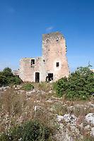 """Masseria abbandonata in zona Itri, Gallipoli (LE), non lontanto dalla famosa masserie """"Li Sauli"""". La struttura, dopo decenni di abbandono e incuria, sta lentamente crollando."""