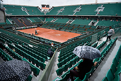 03.06.2017, Roland Garros, Paris, FRA, ATP Tour, French Open, im Bild der Platz wird mit Planen vor dem Regen geschützt // The Center Court is covered with tarpaulins from the rain during the French Open Tournament of the ATP Tour at the Roland Garros in Paris, France on 2017/06/03. EXPA Pictures © 2017, PhotoCredit: EXPA/ Vianney Thibaut