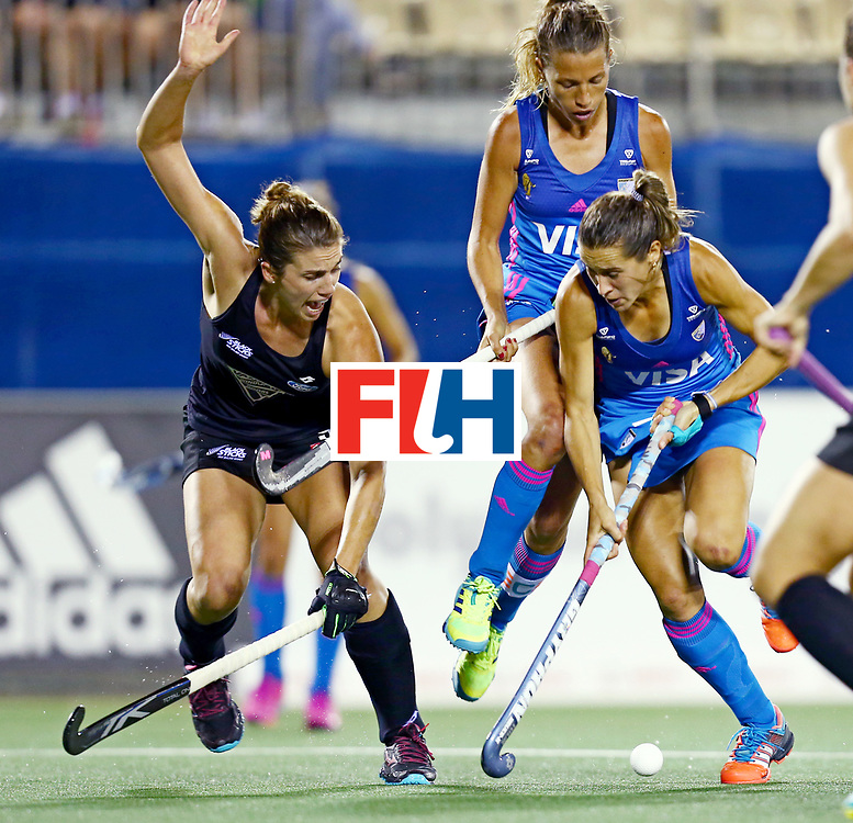 New Zealand, Auckland - 22/11/17  <br /> Sentinel Homes Women&rsquo;s Hockey World League Final<br /> Harbour Hockey Stadium<br /> Copyrigth: Worldsportpics, Rodrigo Jaramillo<br /> Match ID: 10304 - ARG vs NZL<br /> Photo: (7) CAVALLERO Martina against (9) NEAL Brooke and (12) MERINO Delfina