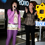 NLD/Bussum/20100122 - Bekendmaking artiesten Nationaal Songfestival 2010, Sieneke en Marianne Weber