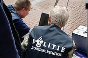 Nederland, Nijmegen, 23-4-2006..Politie doet onderzoek op de plek waar Louis Seveke is vermoord. forensisch onderzoek, technische recherche. Plaats delict...Foto: Flip Franssen/Hollandse Hoogte
