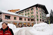 23-2-2015 LECH AM ARLBERG -  het hotel gasthof post het hotel van de oranjes Koning Willem-Alexander, Koningin Maxima, Prinses Amalia, Prinses Alexia, Prinses Ariane , en prinses Beatrix van poseren voor de media tijdens hun wintersport vakantie in Lech am Arlberg, Oostenrijk, 23 februari 2014 . COPYRIGHT ROBIN UTRECHT