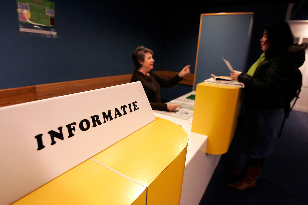 The Hague. Hospital. MCH. Medisch Centrum Haaglanden. Information desk..Photo: Gerrit de Heus
