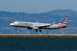 Airbus A321-231 (N989AU) operated by American Airlines landing at San Francisco International Airport (KSFO), San Francisco, California, United States of America