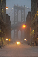 New York. Brooklyn. the arch of Manhattan bridge ,  Brooklyn Dumbo area under the Manhattan bridge,  /  le pont de Manhattan quartier Dumbo,