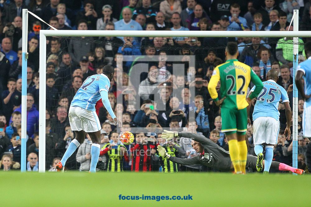 Yaya Toure of Manchester City scores what turns out to be the winning goal from the penalty spot during the Barclays Premier League match at the Etihad Stadium, Manchester<br /> Picture by Paul Chesterton/Focus Images Ltd +44 7904 640267<br /> 31/10/2015