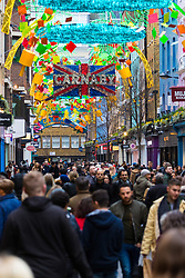 London, December 24 2017. Crowds grow in London's west end on Christmas eve as last minute shoppers hunt for gifts. PICTURED: Shoppers flood Carnaby Street. © SWNS
