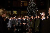 """25 NOV 2004, BERLIN/GERMANY:<br /> Gerhard Schroeder, SPD, Bundeskanzler, waehrend der Uebergabe eines Weihnachtsbaumes, einer Rotfichte, der Initiative """"landesverband Lippe, Unternehmer und Dienstleister"""" aus dem Besitz der Stiftung Eben-Ezer, Ehrenhof, Bundeskanzleramt<br /> IMAGE: 20041125-02-012<br /> KEYWORDS: Gerhard Schröder, Tanne, Tannenbaum"""