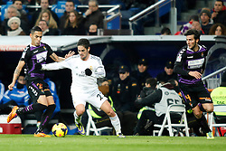 30.11.2013, Estadio Santiago Bernabeu, Madrid, ESP, Primera Division, Real Madrid vs Real Valladolid, 15. Runde, im Bild Real Madrid&Acirc;&acute;s Isco (C) and Valladolid&Acirc;&acute;s Alcatraz (L) and Valiente (R) // Real Madrid&Acirc;&acute;s Isco (C) and Valladolid&Acirc;&acute;s Alcatraz (L) and Valiente (R) during the Spanish Primera Division 15th round match between Real Madrid CF and Real Valladolid CF at the Estadio Santiago Bernabeu in Madrid, Spain on 2013/12/01. EXPA Pictures &copy; 2013, PhotoCredit: EXPA/ Alterphotos/ ALTERPHOTOS /Victor Blanco<br /> <br /> *****ATTENTION - OUT of ESP, SUI*****