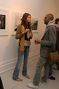 Jamie Gunns and Otis Isley. Robert Mapplethorpe exhibition curated by David Hockney. Alison Jacques Gallery. clifford St. London. 13 January 2005.  ONE TIME USE ONLY - DO NOT ARCHIVE  © Copyright Photograph by Dafydd Jones 66 Stockwell Park Rd. London SW9 0DA Tel 020 7733 0108 www.dafjones.com