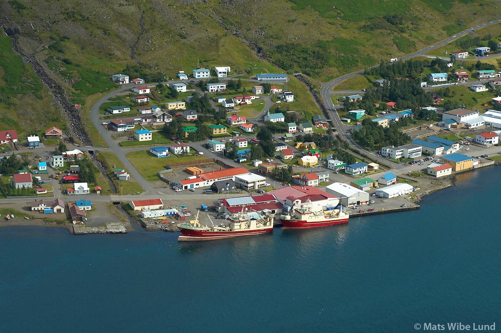 Eskifj&ouml;r&eth;ur:  SU-111 J&oacute;n Kjartansson og SU-1 H&oacute;lmatindur vi&eth; bryggju, Fjar&eth;abygg&eth;   /   <br /> Eskifjordur harbour view, Fjardabyggd